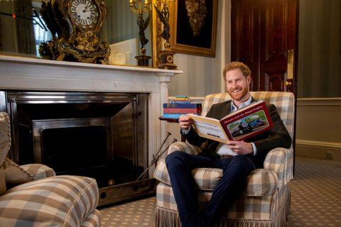 Príncipe Harry ayuda a conmemorar 75 aniversario de Thomas la locomotora