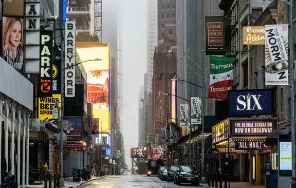 Broadway, parte del alma de Nueva York, sigue luchando por despertar
