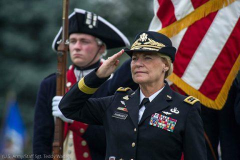 Las mujeres son parte crucial de las Fuerzas Armadas de EE. UU.