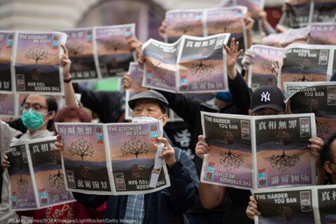 Los regímenes apuntan a la libre prensa con 'estrangulamiento económico', dice un informe